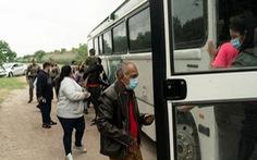 Mỹ hủy bỏ chương trình nhập cư 'ở lại Mexico'