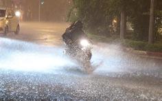 Hà Nội mưa đêm mù trời, nhiều đường ngập sâu