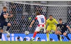 Xem Luka Modric thực hiện cú vẩy má ngoài 'siêu đẳng' ghi bàn tuyệt đẹp