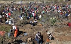 Dân Nam Phi vỡ mộng vì lầm tưởng thạch anh rẻ tiền là kim cương