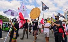 Hàng trăm người biểu tình đòi thủ tướng Thái Lan từ chức bất chấp lệnh cấm tụ tập