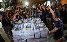 Báo Apple Daily in 1 triệu bản cuối cùng, dân Hong Kong xếp hàng mua qua đêm