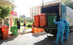 Một buổi sáng thu hơn 50 tấn rác tại khu cách ly KTX ĐHQG TP.HCM