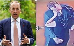 Vụ rò rỉ video bộ trưởng Anh ôm hôn trợ lý: Camera giấu trong máy báo khói