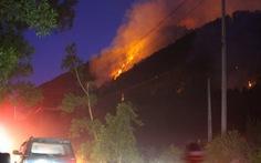 Trắng đêm dập lửa cháy rừng ở Thừa Thiên Huế