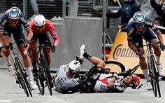 Video: Những cú ngã kinh hoàng ở chặng 3 Tour de France 2021