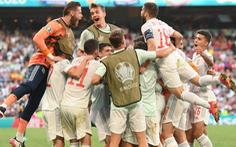 Tây Ban Nha vào tứ kết sau trận knock-out nhiều bàn thắng bậc nhất lịch sử Euro