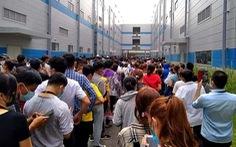 Ca mắc COVID-19 'lọt' giữa hàng ngàn công nhân đi xét nghiệm