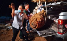Di dời quả bom, dỡ phong tỏa đường sắt Bắc - Nam qua Quảng Bình