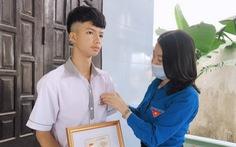 Trao Huy hiệu Tuổi trẻ dũng cảm cho học sinh cứu 2 em nhỏ trên sông Gianh