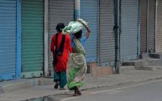 Làn sóng COVID-19 thứ hai tàn khốc đi qua, nhiều góa phụ Ấn Độ ở lại sống chật vật