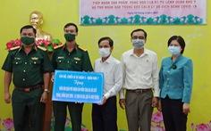 Quân khu 7 tặng rau quả, nhu yếu phẩm 'tiếp sức' quận Phú Nhuận chống dịch