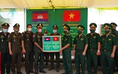 Biên phòng An Giang hỗ trợ Campuchia gần 2 tỉ đồng chống dịch COVID-19