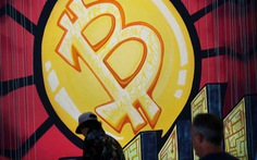 Bitcoin lại rớt giá, do Mỹ tịch thu tiền chuộc từ tin tặc?