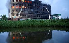 Cháy nhà máy, dập lửa cả ngày không xong, 52 người thiệt mạng