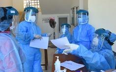 Sinh viên tình nguyện ở trung tâm y tế và bảo vệ khu cách ly mắc COVID-19