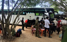 Khánh Hòa hỗ trợ ôtô chở 157 người lao động H'rê về quê ở Quảng Ngãi