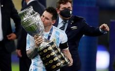 Messi ký hợp đồng 5 năm với Barca và giảm 50% lương