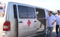 Dùng xe cứu thương 'thông chốt' kiểm soát y tế, đưa khách từ vùng dịch về Bình Định
