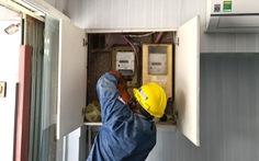 HỎI - ĐÁP về dịch COVID-19: Trong vùng cách ly, khó đóng tiền điện đúng hạn, liệu có bị cắt điện?