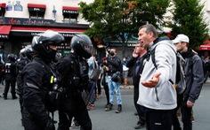 Người Pháp biểu tình phản đối hạn chế phòng dịch COVID-19 trong ngày Quốc khánh
