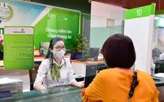 Vietcombank giảm hàng loạt các loại phí dịch vụ hỗ trợ khách hàng