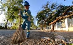 Niềm vui của công nhân môi trường được trả nợ lương