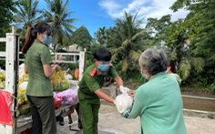 Công an An Giang tặng 110 tấn gạo cho người nghèo