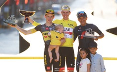 Tadej Pogacar đăng quang Tour de France 2021