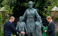 Hoàng tử Anh William và Harry cùng khánh thành tượng công nương Diana