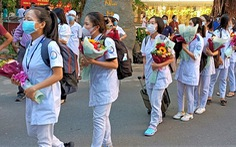 Đoàn y bác sĩ Khánh Hòa tăng cường đi dập dịch ở Phú Yên