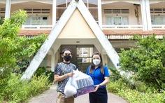 Tặng quà cho 32 du học sinh Lào và Campuchia tại An Giang gần 1 năm chưa về do COVID-19