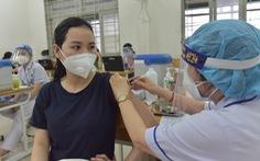 Chuyển chiến lược chống COVID-19: Cứu F0 nặng & tiêm vắc xin nhanh