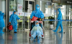 Đà Nẵng đón phụ nữ mang thai và bà con khó khăn từ TP.HCM về bằng máy bay