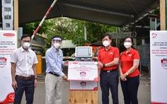 'Cùng Tuổi Trẻ chống dịch COVID-19' trao máy thở đa năng cho Bệnh viện Lê Văn Thịnh
