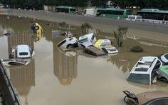 12 người chết khi tàu điện ngầm ngập trong trận mưa 'ngàn năm có một' ở Trung Quốc
