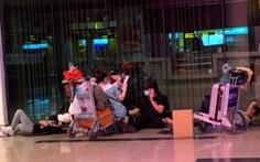 Nhiều hành khách 'bám trụ' ở Tân Sơn Nhất vì Hà Nội thiếu chỗ cách ly