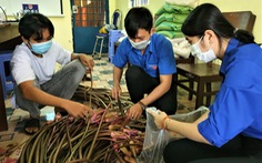Thanh niên đi chợ giúp người dân cách ly giữa mùa dịch bệnh