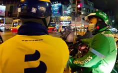Shipper xe công nghệ ở Hà Nội 'chịu khó dừng lại 15 ngày', hàng thiết yếu sẽ 'đi' đường nào?