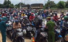 Video hàng ngàn xe máy từ phía Nam đổ về ùn ứ chốt kiểm soát ở Đắk Nông