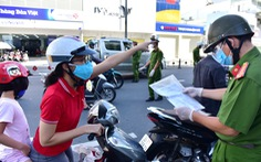TP.HCM: Sáng nay, người dân vẫn ra đường đông, một chốt lập hơn 10 biên bản trong 1 tiếng