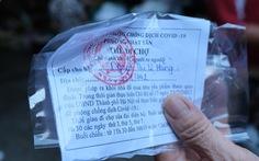 Người Hà Nội mang thẻ đi chợ mùa COVID-19