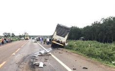 Đối đầu xe tải, 3 người đi chung xe hơi chết tại chỗ