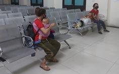 Năm mẹ con người Nghệ An bị mắc kẹt tại Huế đã được 'giải cứu' lên tàu về quê