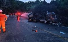 Xe bồn chở xăng dầu lật nhào, cháy rụi trên đèo Hải Vân