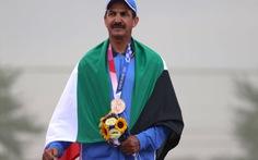 Vận động viên 58 tuổi bước lên bục vinh quang ở Olympic Tokyo