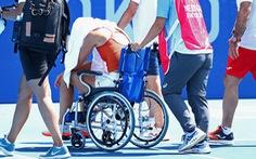 Các tay vợt, người sợ chết, người ngồi xe lăn rời sân, ITF phải lùi giờ thi đấu