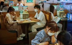 Nhật Bản lần đầu ghi nhận hơn 10.000 ca COVID-19 trong ngày