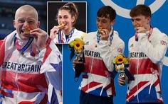 'Các vận động viên không được... cắn huy chương Olympic Tokyo'