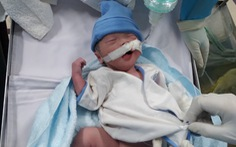 Bé trai kháu khỉnh nặng 2kg chào đời trong phòng hồi sức điều trị COVID-19